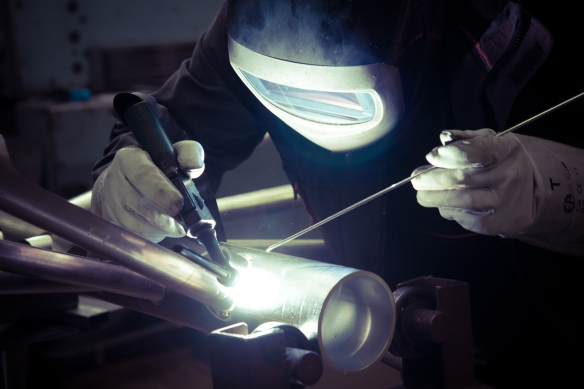 Making the first aluminium prototype of the flow lamp for Product innovation consultants